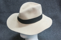 Homburg-Hut beige